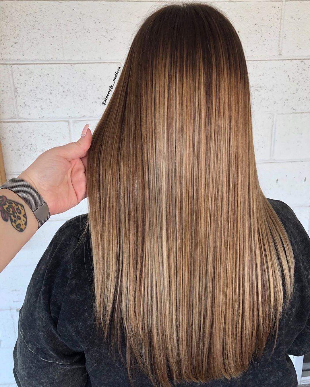 Balayage-sui-capelli-lunghi-per-illuminare-la-chioma-durante-i-cambi-di-stagione