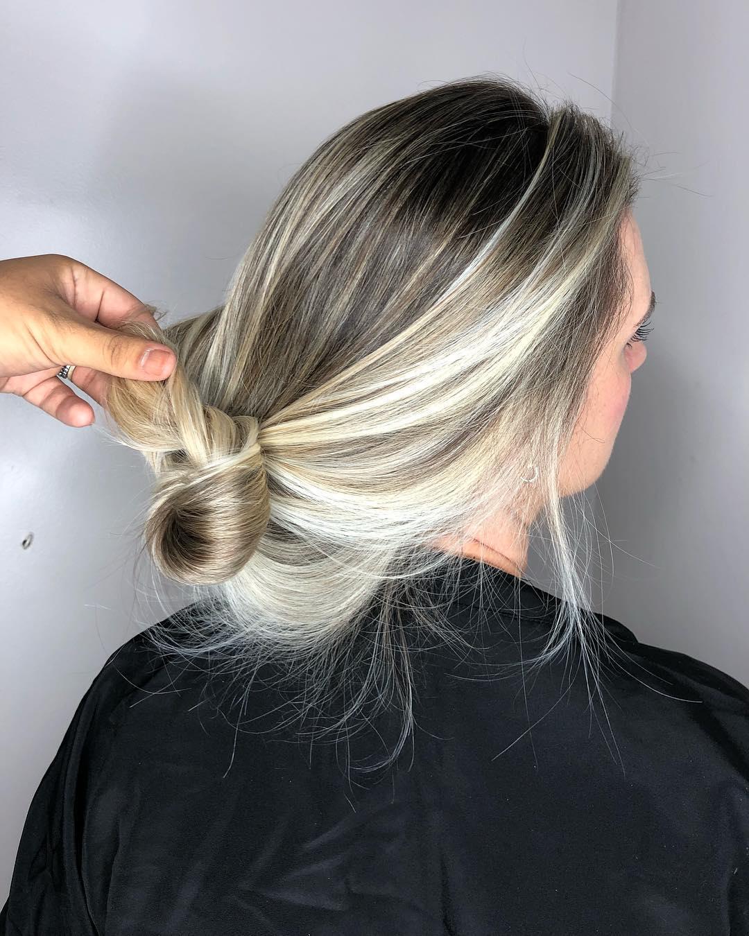 Lunga chioma con balayage ultra luminoso, perfetto per chi ha capelli lisci e sottili